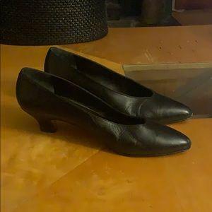 Anne Klein genuine leather shoes heels size 9M